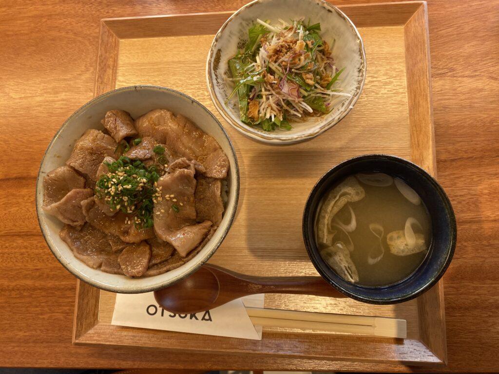 ステーキおおつかカルビ丼定食1